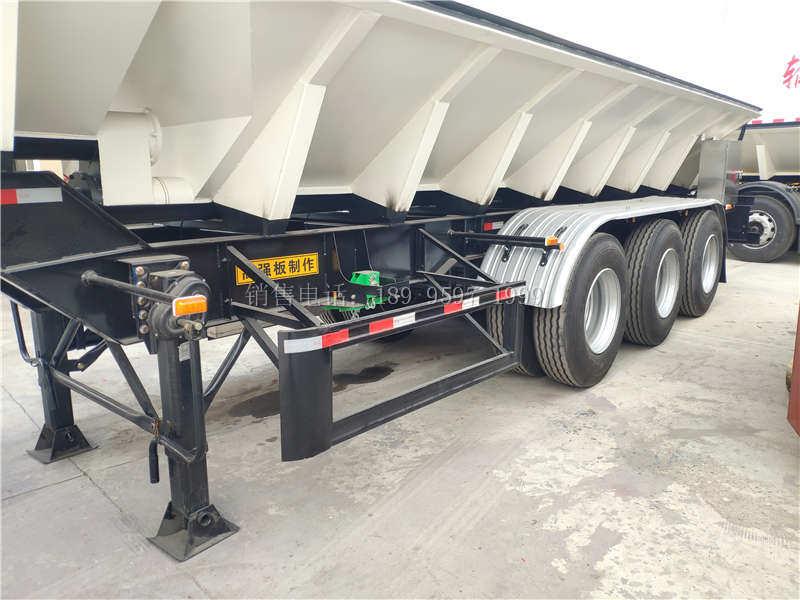 13米电动32吨三桥一体半挂散装饲料运输车厂家价格配置图片