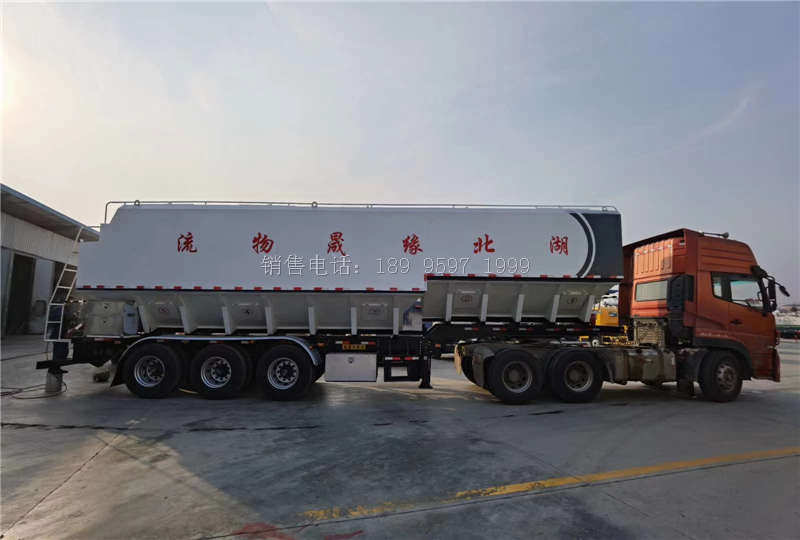 湖北缘晟物流13米电动32吨三桥一体半挂散装饲料运输车发车