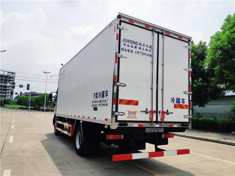 国六东风天锦KR6米8肉钩冷藏车价格图片