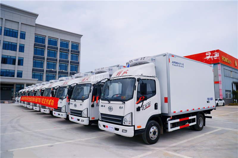 10台解放虎VN蓝牌4米2冷藏车发车