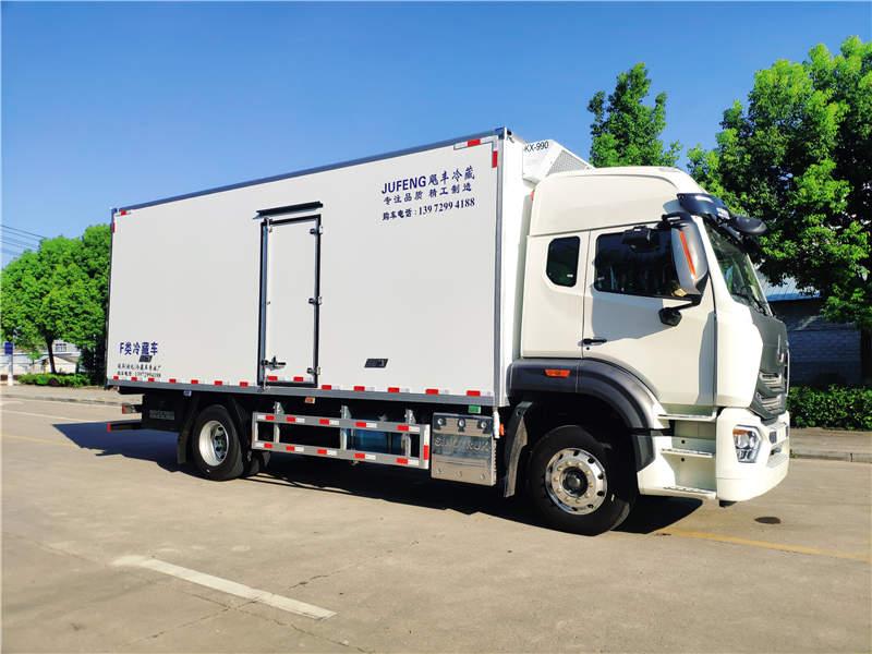 中国重汽豪瀚N5G高顶双卧6.8米冷藏车上市