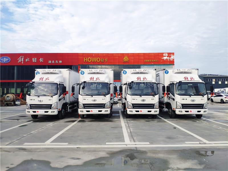 4台国六解放虎VN肉钩4米2冷藏车发车