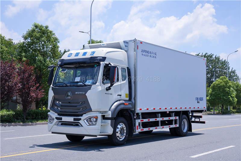 国六新款重汽豪瀚6.8米冷藏车
